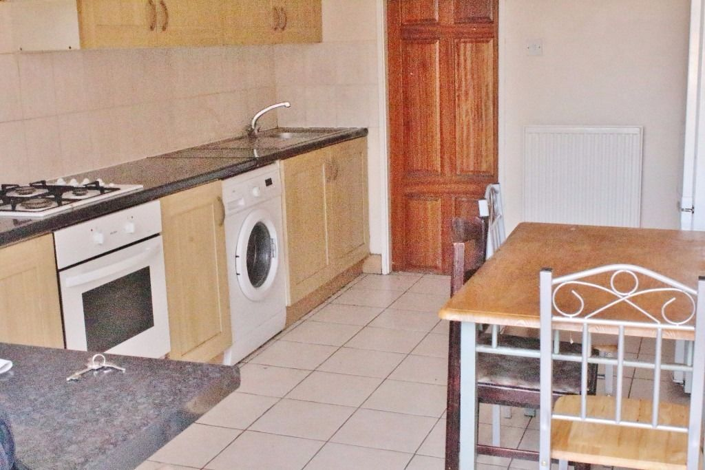 Twin room with private garden all bills included for only 180 per week!!!!