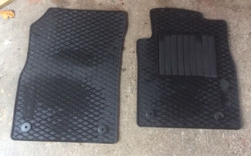 Astra black rubber front mats