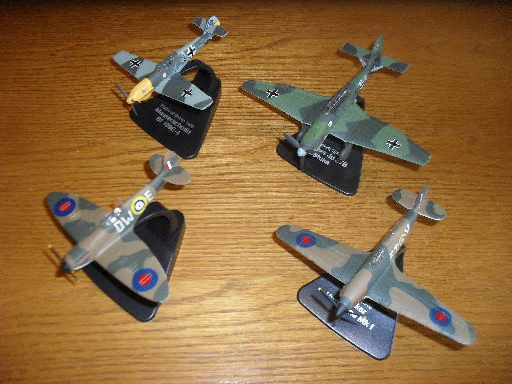 SPITFIRE HARDBACK BOOK AND COLLECTABLE AIRCRAFT MODELS