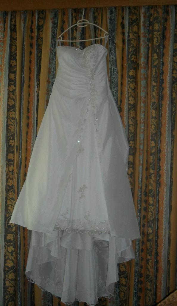 Wedding dress/tiara/veil