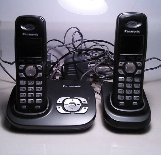 PANASONIC TWIN WIRELESS DECT PHONES WITH ANSWER MACHINE VGC