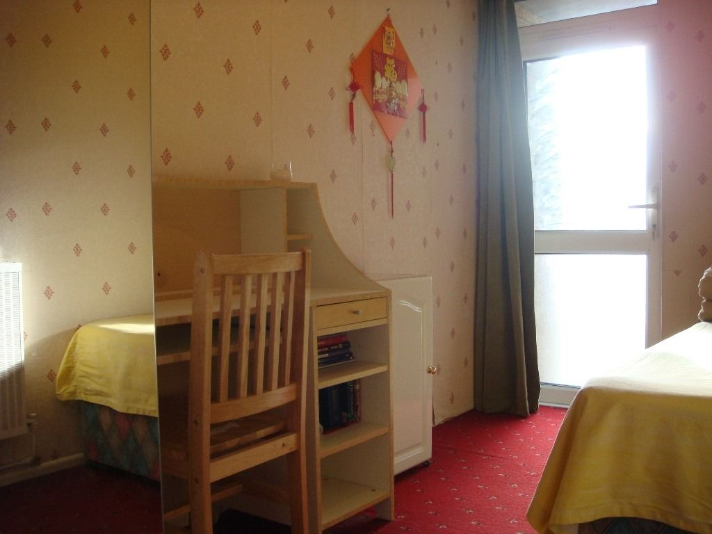 Very nice and big Single room near Canada Water Station and Surrey Quays