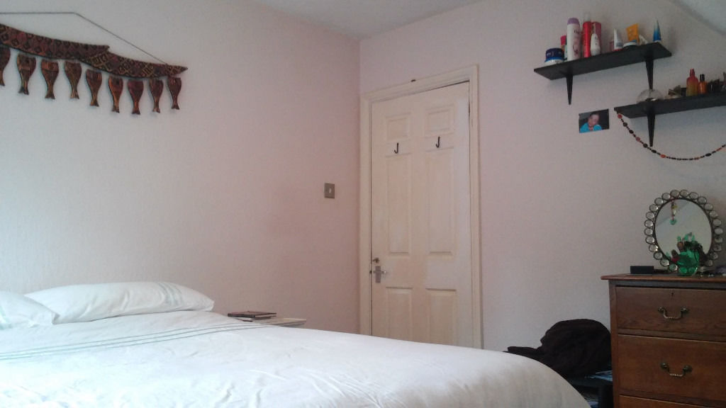 Big double room for short let, clean and cosy