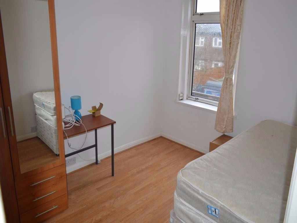 A nice single room just for 90 pounds
