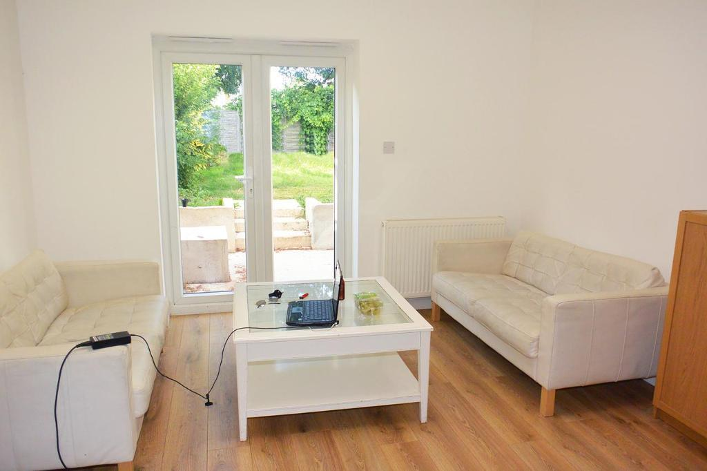 ** SMALL DEPOSIT ** Amazing and huge double room in a newly refurbished house (WhiteCity)