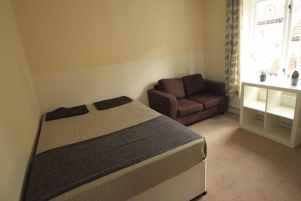 BEAUTIFUL DOUBLE ROOM IN ARCHWAY--ALL BILLS INC.-- !! 28J