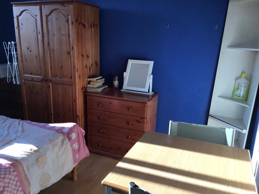 large double room to let @ E1 2NJ close to city all bills inclusive available now near shadwell!!