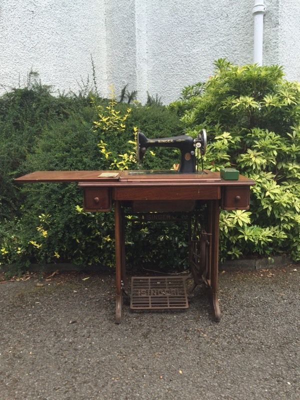 Singer Sewing Machine No66 + Accessoties