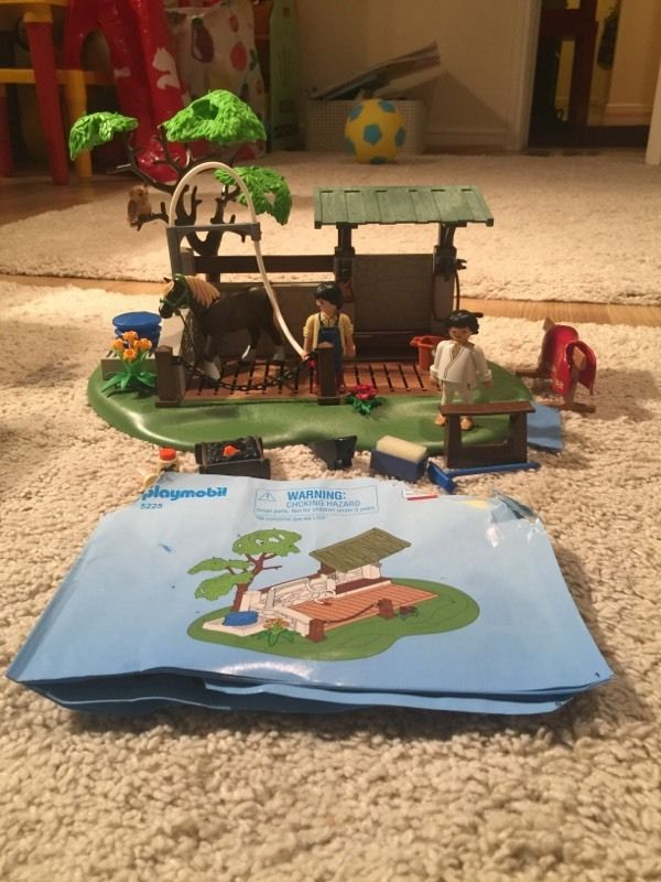 Playmobil Country Poany Farm Horse and Pony Care Station