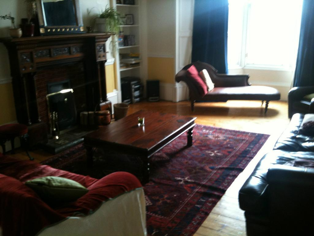 lovely south facing double room in immaculate West End flat with all mod cons and shared garden