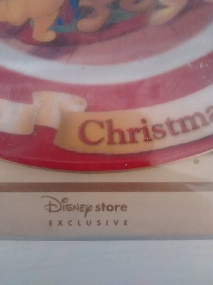 disney store winnie the pooh christmas plate 2005 new in box