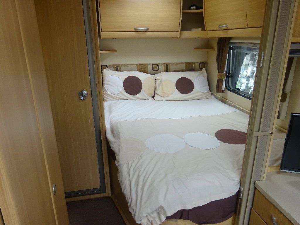 ABBEY VOGUE 495 4 BERTH TOURING CARAVAN 2009 WITH MOTOR MOVER EXCELLENT CONDITION