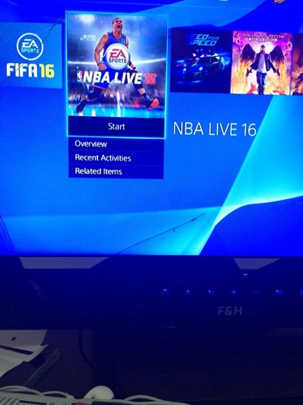 CHEAP!! PS4 500GB Boxed up with 1 controller and 4 games