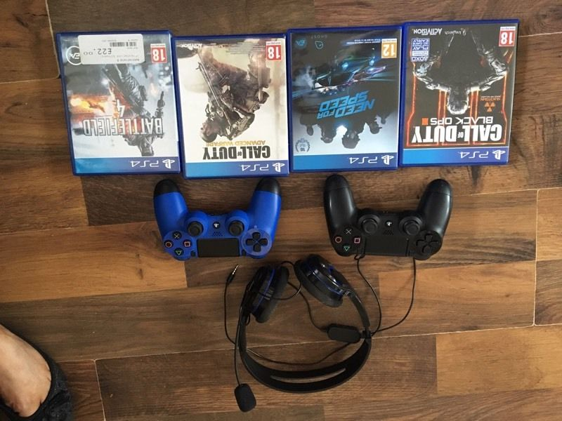 PlayStation 4 like new! Boxed with pads and games