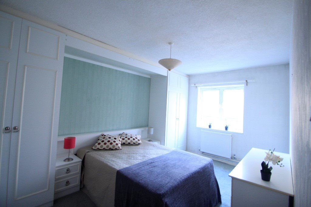 **Centre of Camden Town** Lovely Double Room, All BILLS included!! 23G