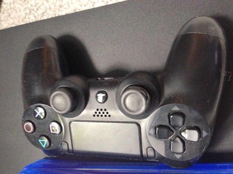 Playstation 4 500GB good condition plus games