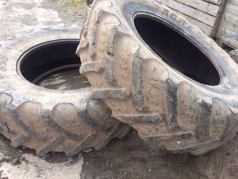 2 Agri Max 520 X 85 R38 Rear Wheel Tractor Tyres
