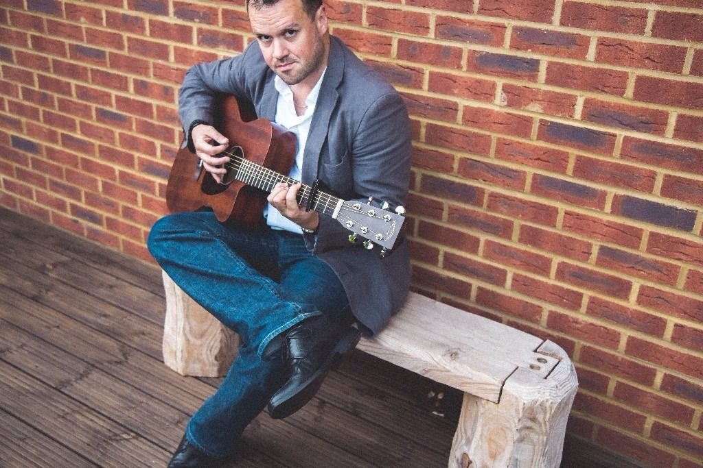 Singer/guitarist available for Pubs/Restaurants/Events. AVAILABLE THIS WEEKEND!!