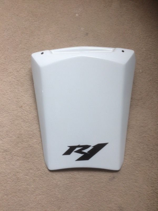 Yamaha r1 seat cowl in white for 2002 to 2004