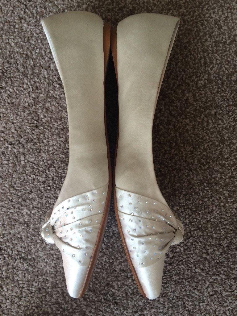 Faith Ivory Size 6 wedding shoes. Brand new in box with labels.