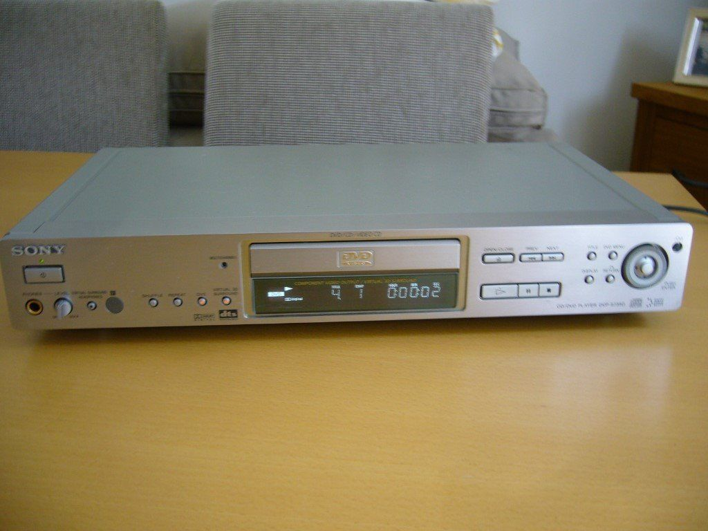 SONY DVD / CD / VIDEO CD PLAYER WITH REMOTE