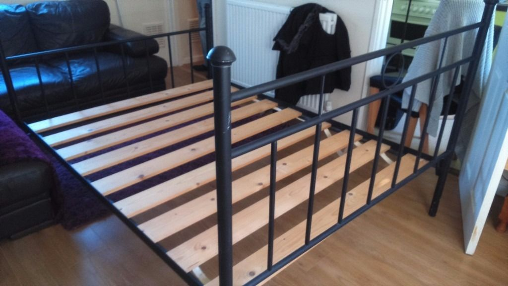 doublebed cast iron black great condition easy to put up no alen key