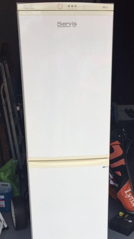 Servis fridge/freezer