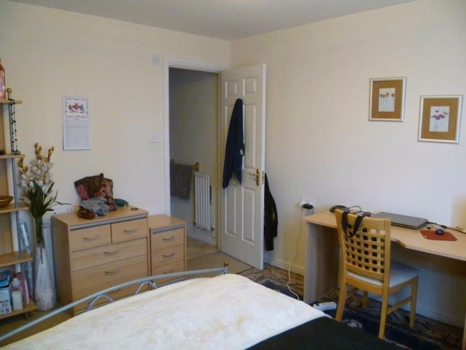 Beautiful ensuite double bedroom available in quiet location (Leith walk)