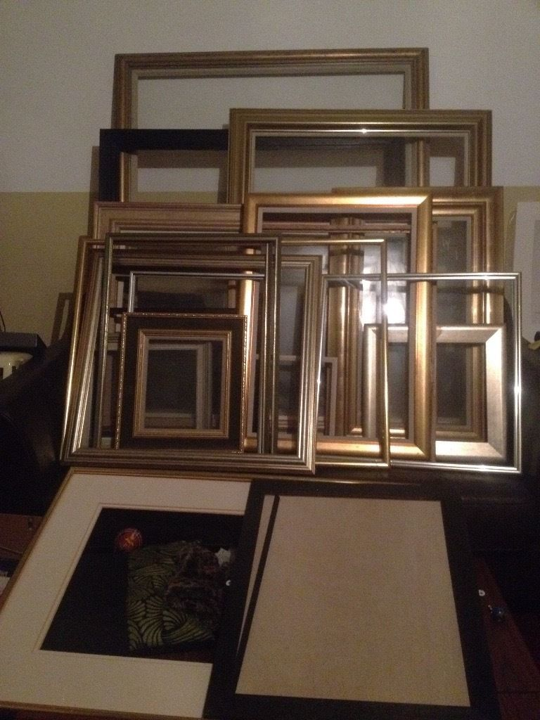 Free picture frames in exchange for an artwork