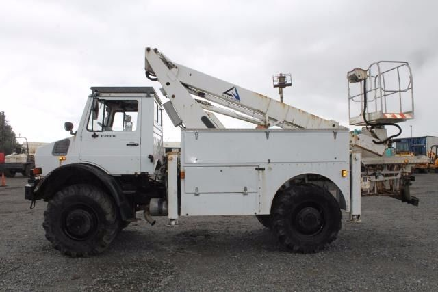 MERCEDES UNI-MOG U2150L 4x4 UTILITY VEHICLE C/W ALLAN ROTATING BOOM LIFT