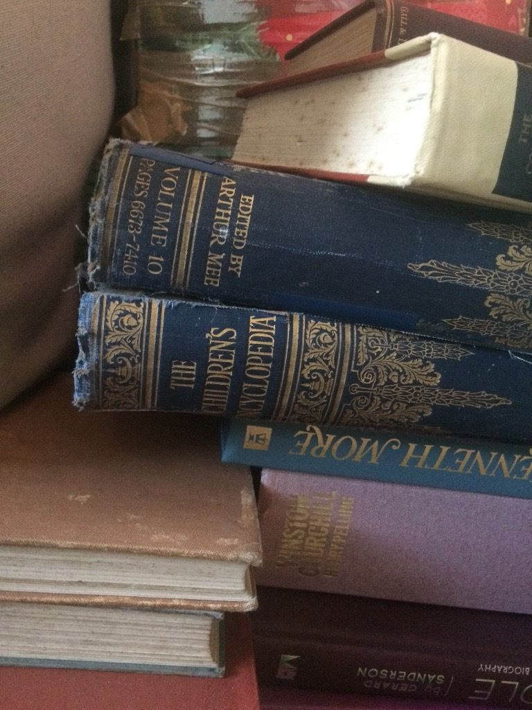 Vintage books. All shapes and sizes. Approx 50 units