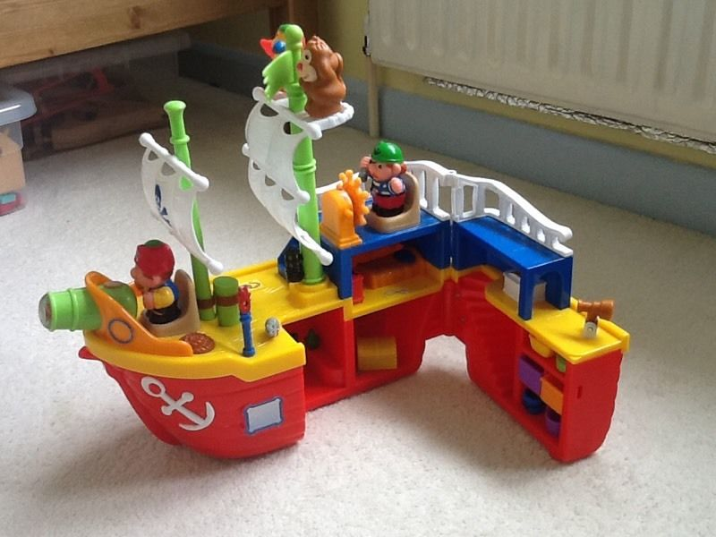 Musical pirate ship toy