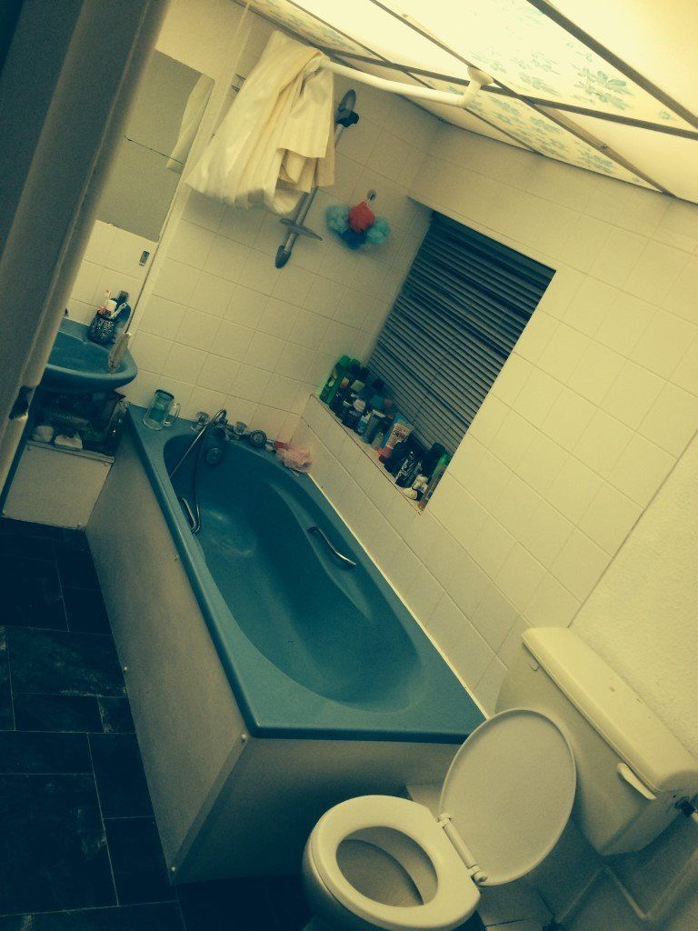 Double room to let in a shared flat availble ASAP.