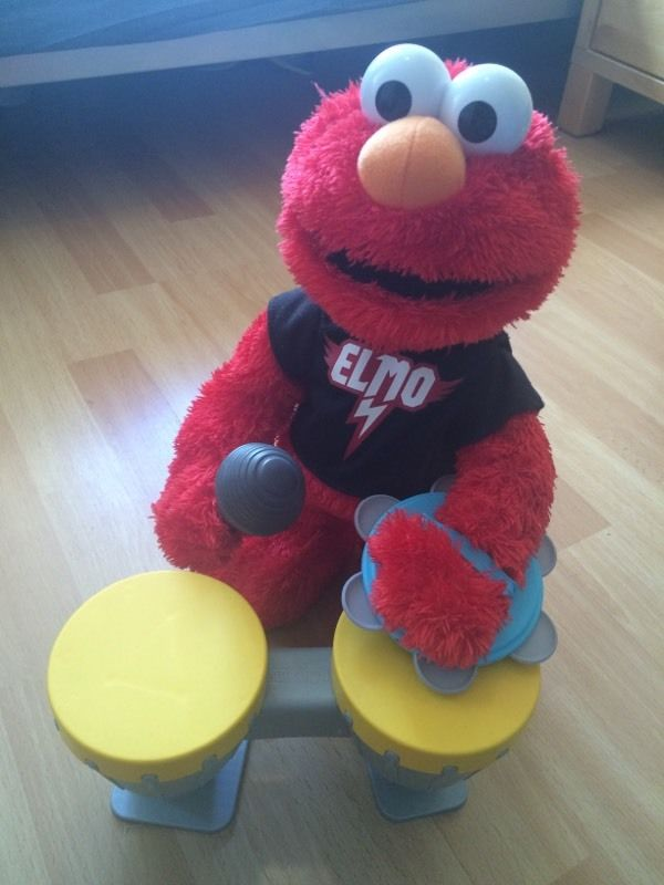 Dance and sing Elmo