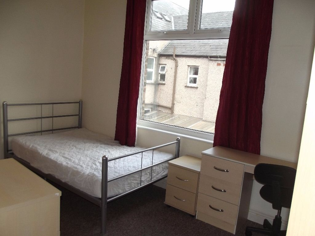 2 On-Suite ailable in 7 Bedroom Student House for Next Academic Year, Bills Included, Longford Place