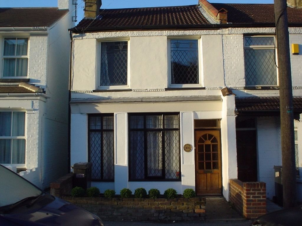 Purley, large ground floor double room to let