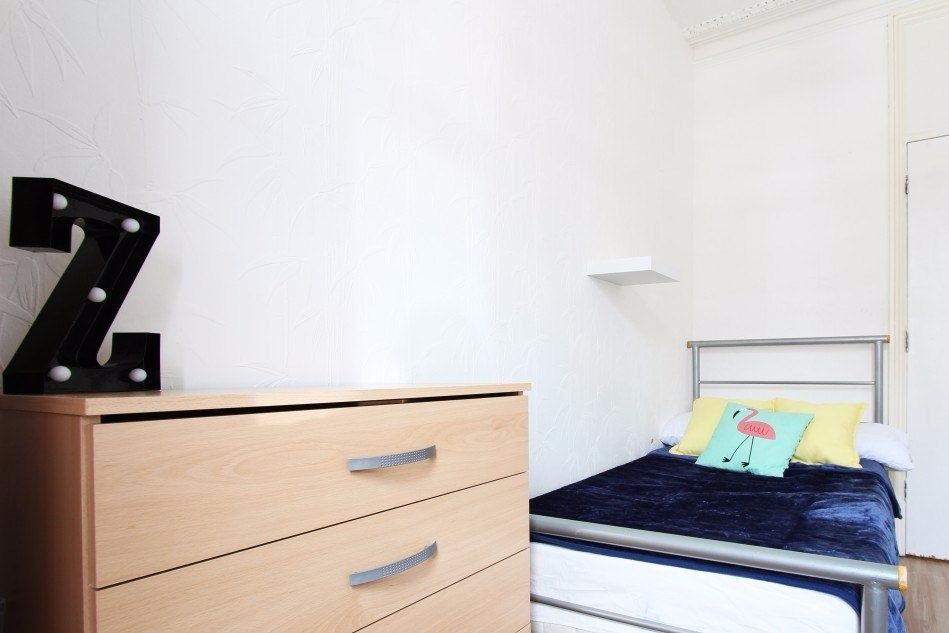Single Bed in Rooms to rent in 6-bedroom house with garden in affordable and charming Haringey