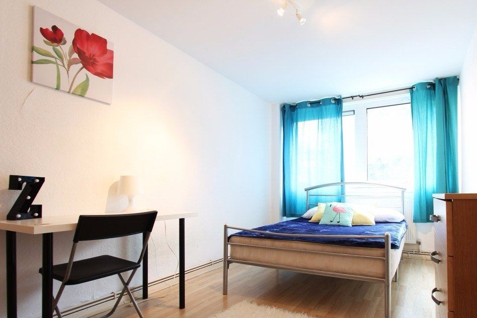 Twin Beds in Rooms available for rent in couple-friendly 4-bedroom flatshare in Chalk Farm