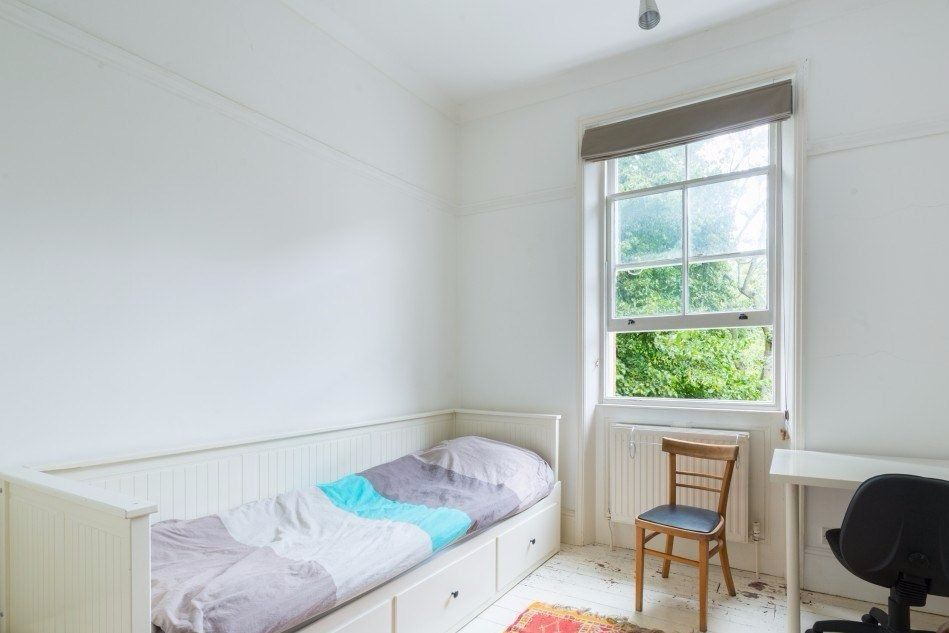 Single Bed in Rooms available for rent in 4-bedroom flatshare in Belsize Park