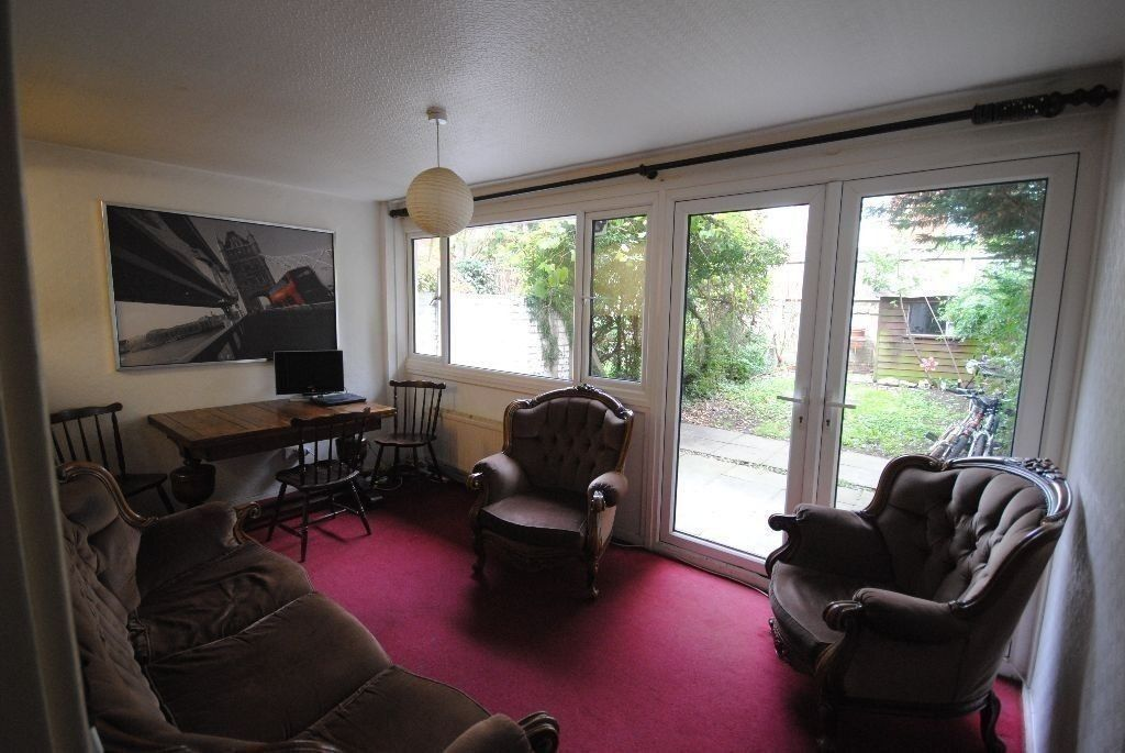 SINGLE ROOM IN CALEDONIAN! WONDERFUL HOUSE WITH OWN GARDEN AND LIVING ROOM! LOW PRICE!! (5P)