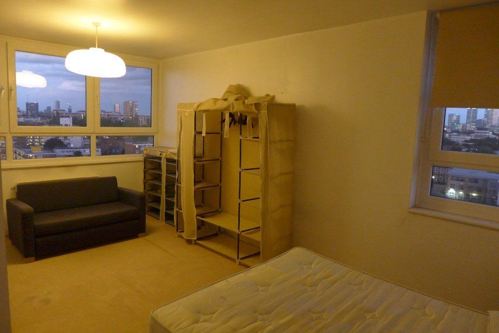 A MASSIVE ROOM**1 MINUTE FROM THE STATION