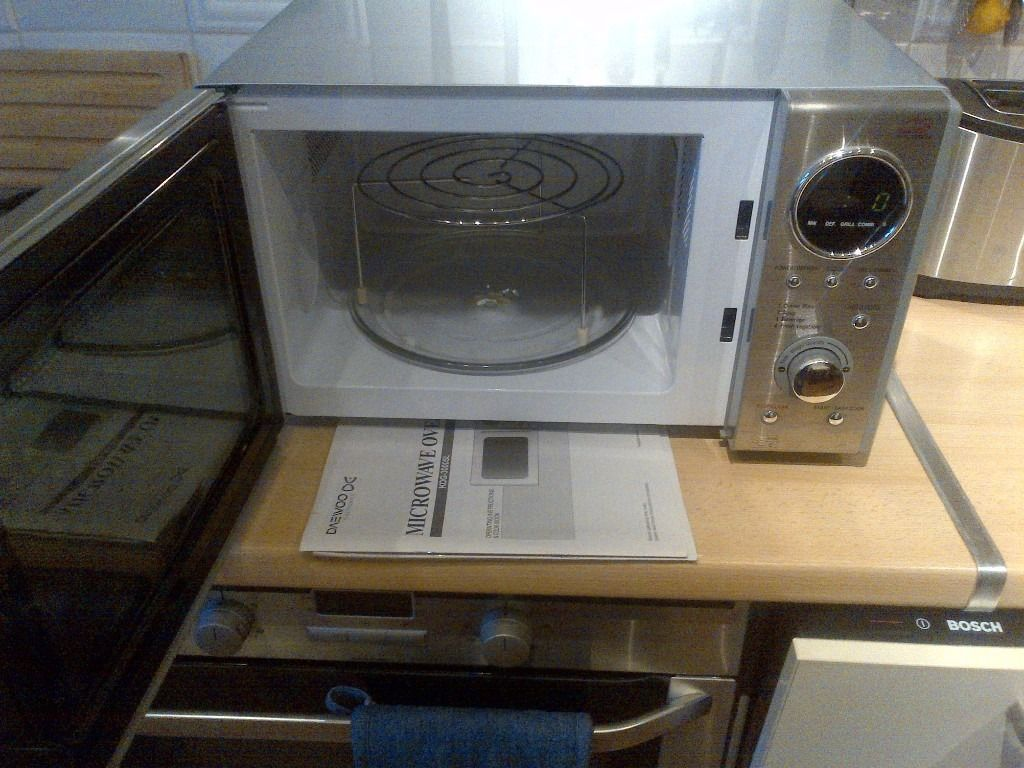 brushed stainless steel Daewoo microwave oven with grill in excellent condition can deliver