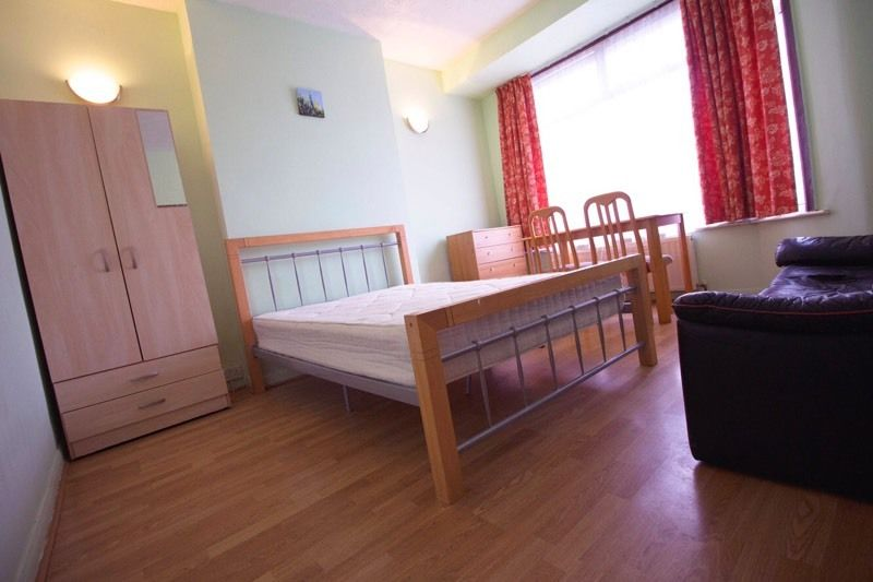 Nice Spacious Double Room Available In East Ham