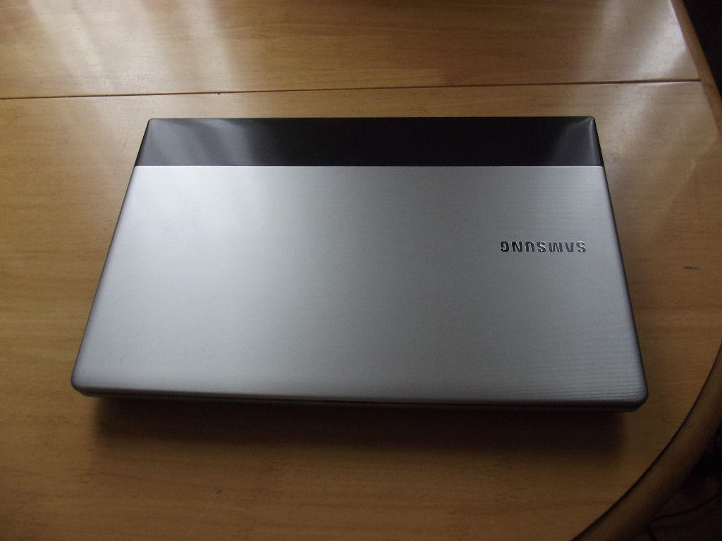 2 LAPTOPS FOR SPARES OR REPAIR ALL PLASTICS IN GOOD CONDITION