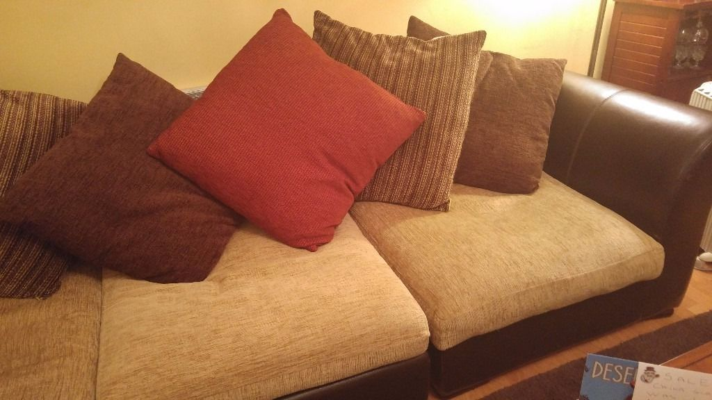 Corner Sofa. Can be split to chaise and sofa. Good condition.