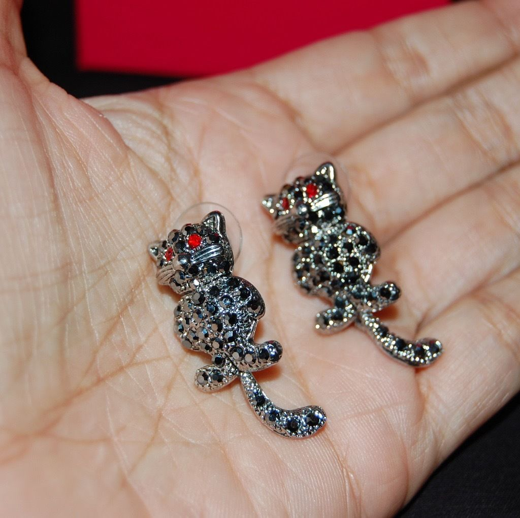 Butler and Wilson collection: Swarovski Crystal cat earrings with moving tail BNIB