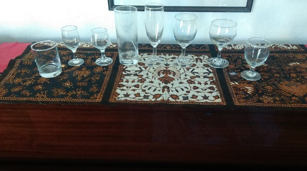 Glasses - wine, sherry, tumblers, champagne - in boxes of 48 or similar
