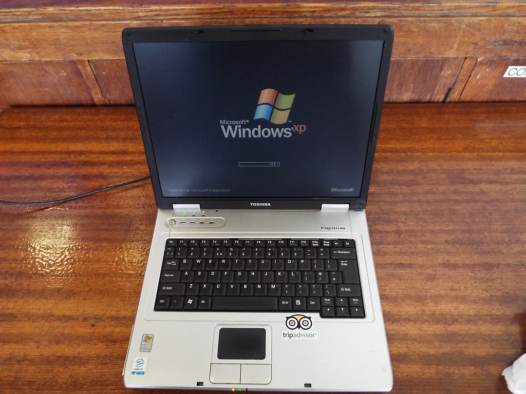 Toshiba Equium L10-273 Laptop with Free Mouse and Laptop Bag