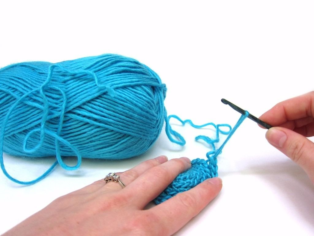 WANTED: YARN/WOOL/SKEINS FOR CROCHET/KNITTING