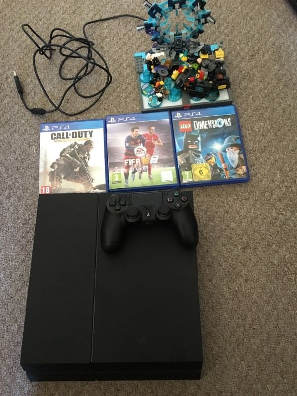 PlayStation 4 with games like new